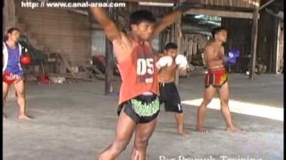 ブアカーオのキックトレーニング
